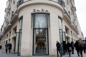 Zara: Η δερμάτινη τσάντα cowboy είναι η No1 επιλογή των influencers!