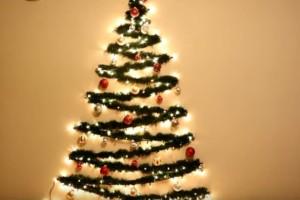 Χριστουγεννιάτικο δέντρο στον τοίχο! Δείτε πώς να το φτιάξετε μόνοι σας!
