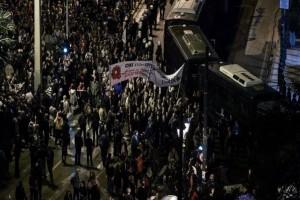 Επεισόδια στην πορεία για το Πολυτεχνείο: Ήρθαν στα χέρια ΚΚΕ και ΣΥΡΙΖΑ