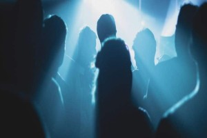 Πανικός σε κλάμπ στο Γκάζι: «Γονατίστε τώρα! Τα χέρια στα κεφάλια όλοι!»