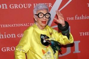 Αδιανόητο: Αυτή η γιαγιά κάνει τα πρώτα της βήματα ως μοντέλο και βάζει κάτω 20άρες!