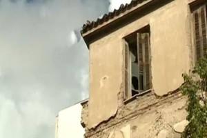 """Συναγερμός στην Αθήνα: """"Χάρτινοι πύργοι"""" τα πανάρχαια κτίρια! (Video)"""