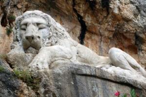 Τι συμβολίζει ο κοιμώμενος λέων του Ναυπλίου;