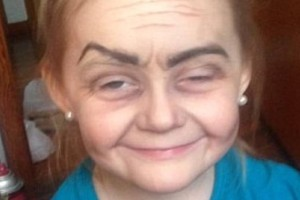 Το κοριτσάκι που μοιάζει με γιαγιά! Η φωτογραφία που κάνει τον γύρο του διαδικτύου!