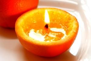 Ανοίγει ένα πορτοκάλι και του βάζει φωτιά! Θα σοκαριστείτε με το τι θα συμβεί!