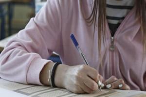 Τα πάνω-κάτω στις Πανελλαδικές εξετάσεις:  Οι μισοί υποψήφιοι εκτός πανεπιστημίων! (photos)