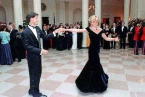 Όταν η πριγκίπισσα Νταϊάνα χόρεψε με τον Τραβόλτα και άφησε ιστορία με αυτό το φόρεμα!
