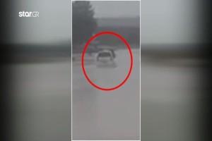 Θρίλερ στην Ροδόπη: Εγκλωβίστηκε Ι.Χ. σε πλημμυρισμένο δρόμο! (Video)