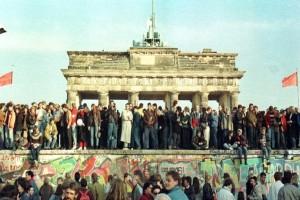 Σήμερα είναι η 30η επέτειος από την πτώση του Τείχους του Βερολίνου!