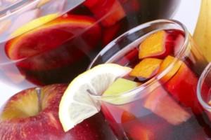 Φτιάξτε πανεύκολα την πιο δροσερή σπιτική sangria!