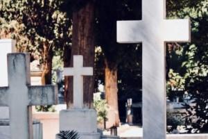 Φθιώτιδα: Λεηλάτησαν μνήματα σε δυο νεκροταφεία!