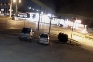 Βίντεο-ντοκουμέντο: Άνδρας εγκαταλείπει νεκρή γυναίκα μετά από τροχαίο!