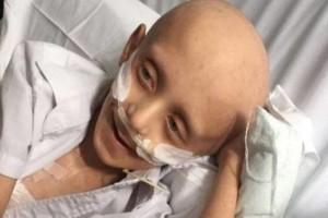 """Συγκινεί η τελευταία επιθυμία ενός παιδιού με καρκίνο: """" Θάψτε με στο φέρετρο δίπλα στην μαμά μου""""!"""
