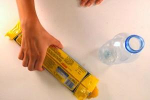 Μέσα σε ένα μπουκάλι έβαλε τα μακαρόνια. Ο λόγος; Πανέξυπνος! (video)