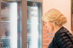 Άτιμη φτώχεια Ελένη Μενεγάκη: Το μπουφάν των 580 ευρώ με το οποίο πήγε να αγοράσει γλυκά!