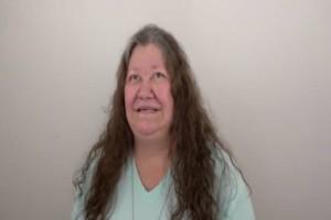 Αυτή η γιαγιά μια  ζωή νομίζε ότι είναι άσχημη - Τότε η εγγονή της την μεταμόρφωσε σε άλλη γυναίκα!