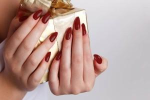 10+1 εντυπωσιακά σχέδια στα νύχια για τα Χριστούγεννα!
