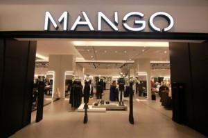 Mango: Ανακαλύψαμε το τοπ με χρυσοκλωστή που ταιριάζει με τα πάντα! Τρέξτε να το αγοράσετε!