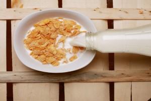 Σταματήστε να τρώτε δημητριακά με γάλα! Κινδυνεύετε από...