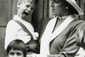 Πριγκίπισσα Νταϊάνα: Ανατριχιάζει το σπάνιο Χριστουγεννιάτικο χειρόγραφο γράμμα για τους γιους της!