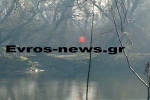 Πρόκληση στον Έβρο: Ύψωσαν τουρκική σημαία σε νησίδα στο Διδυμότειχο! (Video)
