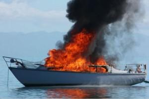 Συναγερμός στη Μαρίνα Αλίμου: Μεγάλη φωτιά σε σκάφος!