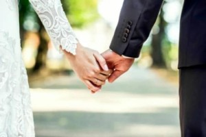 Νίνα, 34 ετών: Παντρεύτηκα τον γιο του συντρόφου μου γιατί ήμουν έγκυος