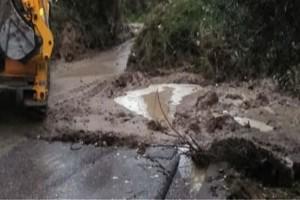 Ηλεία: Κόπηκε δρόμος λόγω των κατολισθήσεων!