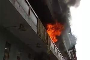 Συναγερμός στην Καλλιθέα: Μεγάλη φωτιά σε πολυκατοικία! Ένας εγκλωβισμένος!