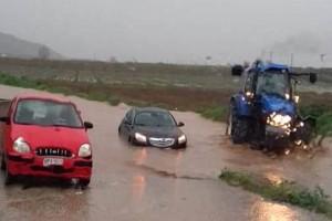 Λάρισα: Εικόνες καταστροφής από την κακοκαιρία! Κατέρρευσε η γέφυρα Καλατράβα, βούλιαξαν αυτοκίνητα!