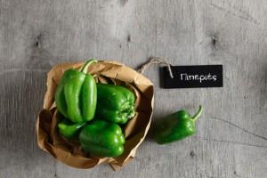Εσύ ήξερες γιατί οι πράσινες πιπεριές είναι πάντα φθηνότερες από τις υπόλοιπες;