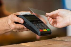 Σοκ στην Κομοτηνή: Ψώνιζαν ανενόχλητοι με κλεμμένη κάρτα!