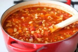 Κόκκινη πεντανόστιμη σούπα με κοφτό μακαρονάκι σαν της γιαγιάς!