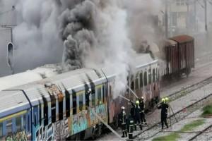 Συναγερμός στη Θεσσαλονίκη: Ξέσπασε φωτιά σε τρένο! (Video)
