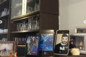 Παντελής Παντελίδης: Ραγίζουν καρδιές νέες φωτογραφίες μέσα από το μαγαζί του!