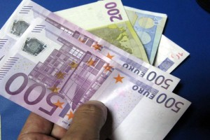 """Επιδόματα """"φωτιά"""": Πάνω από 2.000 ευρώ στους λογαριασμούς σας σήμερα, Παρασκευή!"""