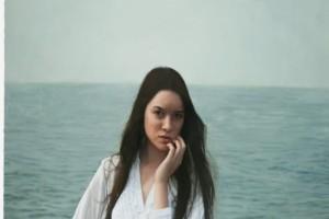Αρχικά φαίνεται σαν η φωτογραφία μιας όμορφης κοπέλας, αλλά μόλις κάνει ζουμ η κάμερα; Θα μείνετε άφωνοι!