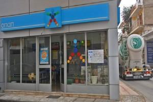 Απίστευτο βίντεο: Όρμησε στους δράστες ο ιδιοκτήτης του καταστήματος τυχερών παιγνίων στη Θεσσαλονίκη!