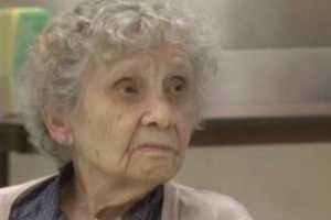99χρονη γιαγιά έκανε κάτι απίστευτο μετά από 75 χρόνια. Θα πάθετε σοκ όταν μάθετε!