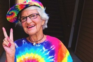 88χρονη γιαγιά αναστάτωσε το Instagram. Μόλις δείτε τον λόγο θα πάθετε σοκ!