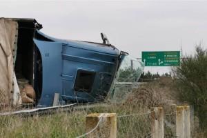 Τρόμος στην Εθνική Οδό: Σοκαριστικό τροχαίο με νταλίκα!