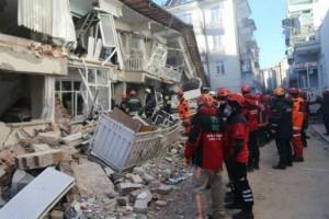 Σεισμός Τουρκία: 29 οι νεκροί, δεκάδες αγνοούμενοι! Μάχη κάτω από τα συντρίμμια!