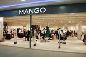 Mango: Το ξεφτισμένο τζιν mom-fit που θα σας συνοδεύει σε όλες τις εμφανίσεις!