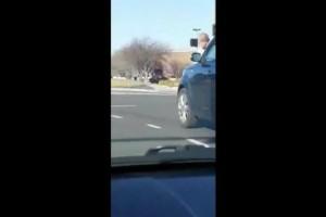 Viral: Πήγε να κάνει προσπέραση κι έπαθε σοκ με αυτό που είδε! (video)