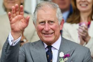 Φοβερό! Αυτή τη γυναίκα συνάντησε για πρώτη φορά ο Πρίγκιπας Κάρολος και ενθουσιάστηκε! (video)