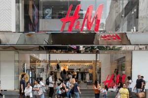 H&M: Αυτό είναι το παντελόνι που κάνει τέλεια πόδια! Κοστίζει μόνο 14,99 ευρώ!