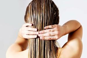 Ανακάτεψε ελαιόλαδο με αβοκάντο και το έτριψε στα μαλλιά της! Το αποτέλεσμα θα σας εκπλήξει!