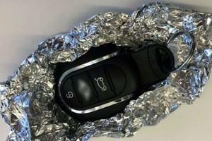 Τύλιξε το κλειδί το αυτοκινήτου με αλουμινόχαρτο! Μόλις μάθετε το λόγο θα τρέξετε να το κάνετε!