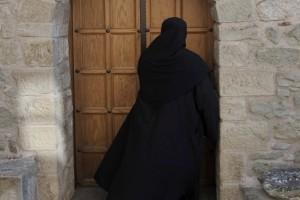 Σοκ: Πασίγνωστη Ελληνίδα τραγουδίστρια έγινε καλόγρια! (photo)