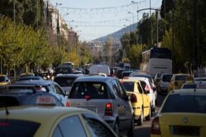 Χάος στην Κηφισίας: Καραμπόλα τριών αυτοκινήτων!